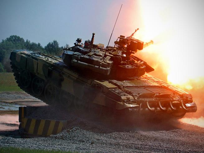 «Они там с ума сошли»? Запад отреагировал на танки и автоматы РФ, стреляющие боеприпасами НАТО