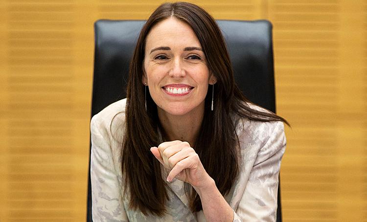 Премьер Новой Зеландии отказалась прерывать интервью из-за землетрясения: видео дня