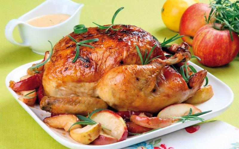 Курица по-царски в медово-апельсиновом маринаде на фруктовой подушке