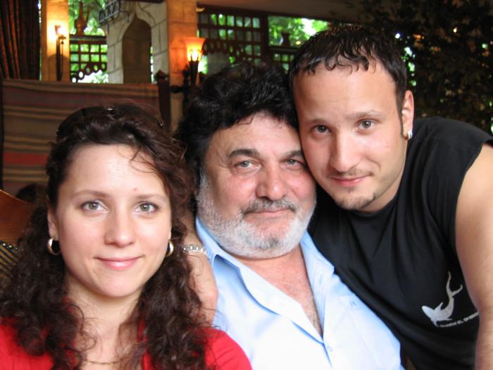 Михаил Багдасаров с дочерью Кариной и сыном Артуром. / Фото: www.menswork.ru