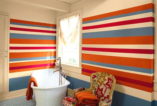 Полоска на стенах в ванной комнате