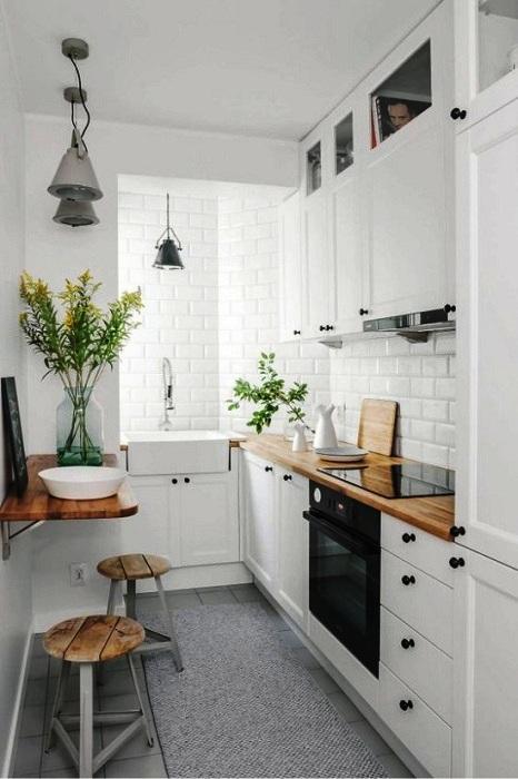 Шкаф до потолка поможет использовать всю вертикальную площадь.