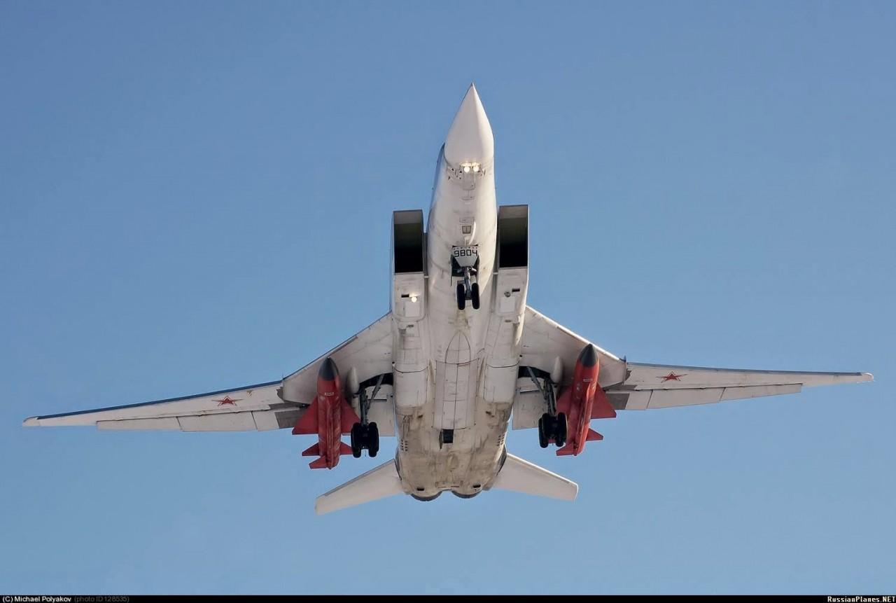 Пламенный привет Трампу: Казанский авиазавод выкатывает Ту-22М3М