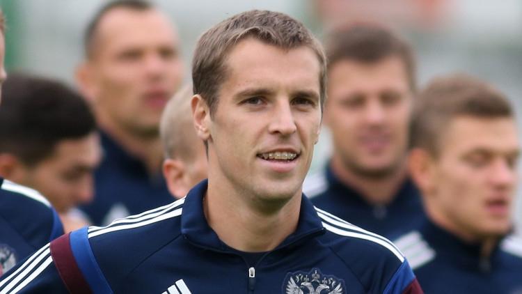 Экс-защитник сборной России Дмитрий Комбаров решил завершить карьеру Спорт
