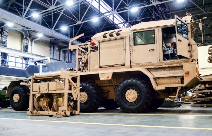 В Беларуси создали огромный супертягач для нефтяных компаний, который перевезет 200 тонн груза играючи марки и модели,МЗКТ-741351,новые модели