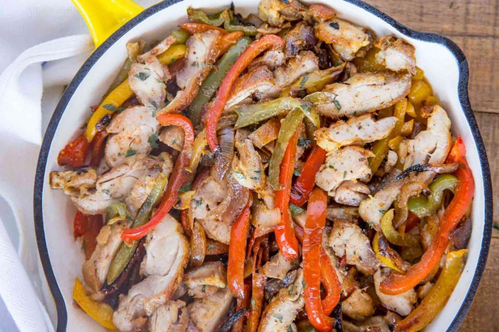 Курица с луком на сковороде: рецепт и советы по приготовлению