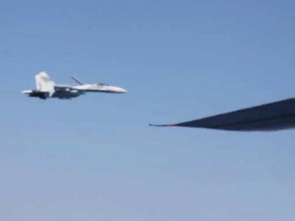 Российский истребитель перехватил над Черным морем самолет украинских ВВС