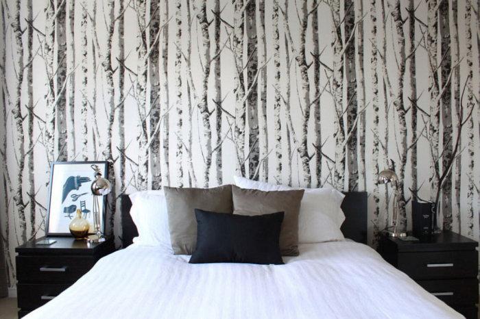 Изображения природы на обоях в спальне создадут интимную и уютную атмосферу.