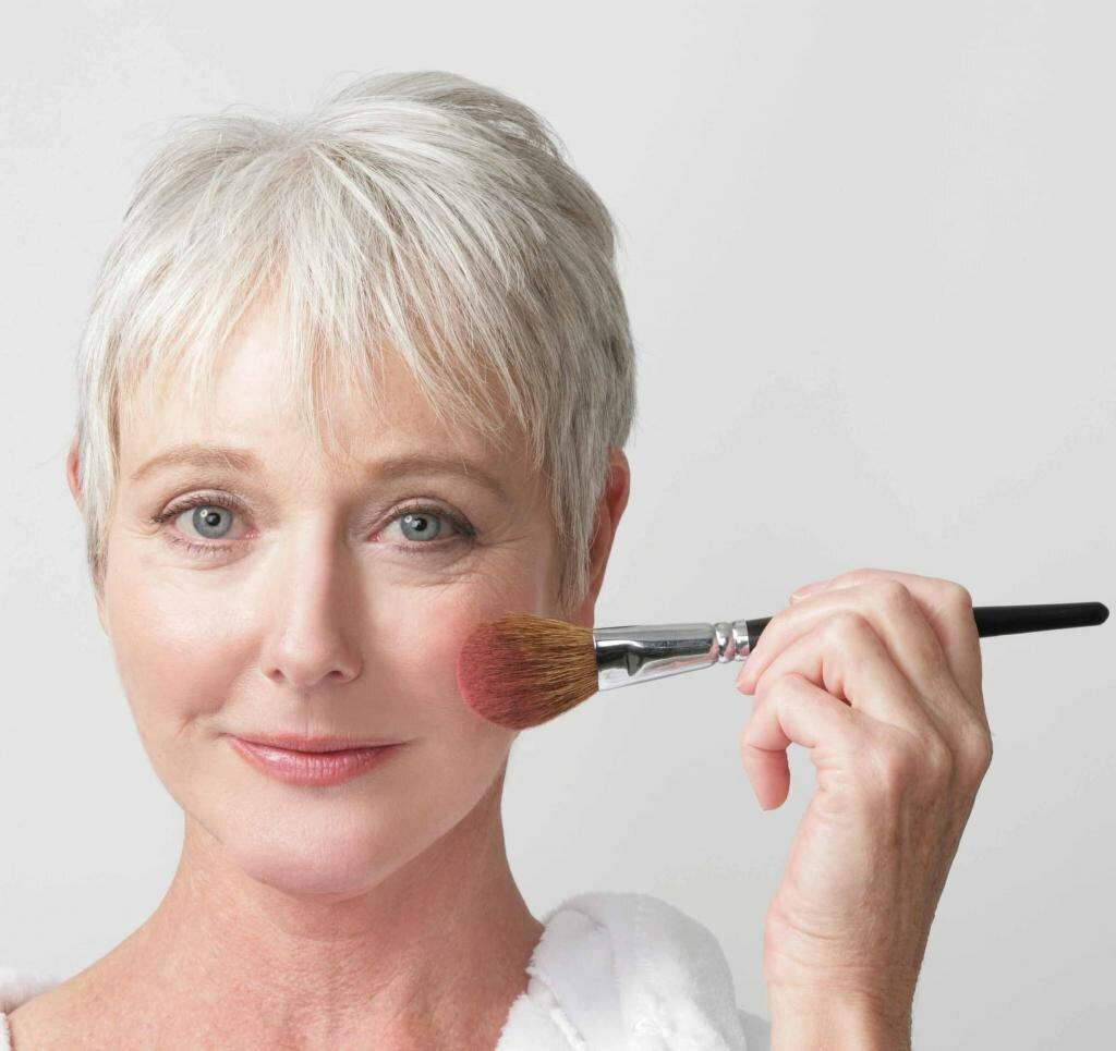 Простые правила повседневного макияжа для женщин после 60+ внешность,косметика,красота,макияж,мода,мода и красота,модные сеты,модные советы,модные тенденции,стиль,стиль жизни
