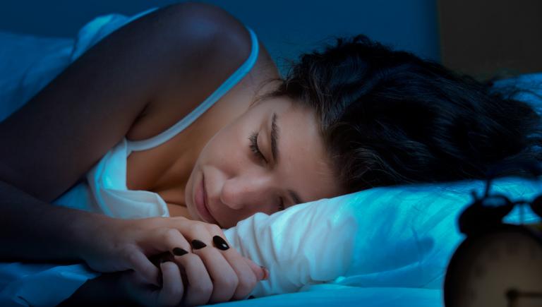 Пробуждения ночью в определенное время — организм посылает вам важный сигнал