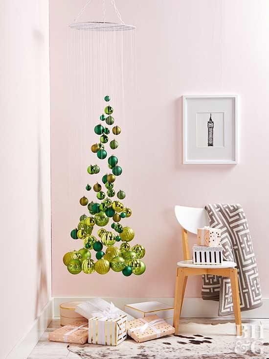 елки из шаров и ниток