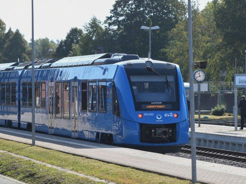 Свой первый регулярный рейс поезд на водородном топливе Coradia iLint совершил между немецкими городами Куксхафен-Букстехуде. ynews, в мире, новости, новые технологии, поезда, технологии, транспорт, экология