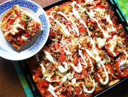 Как приготовить пиццу в духовке с колбасой и сыром