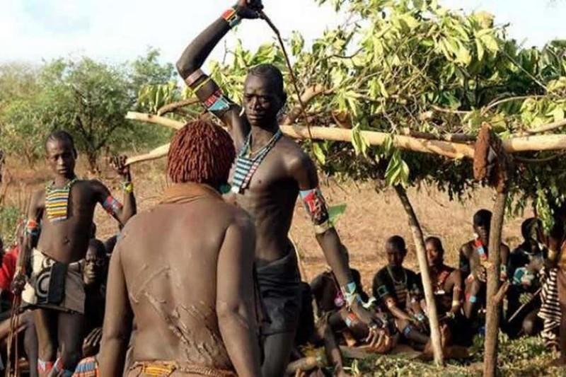 15 ужасающих ритуалов разных племен по всему миру