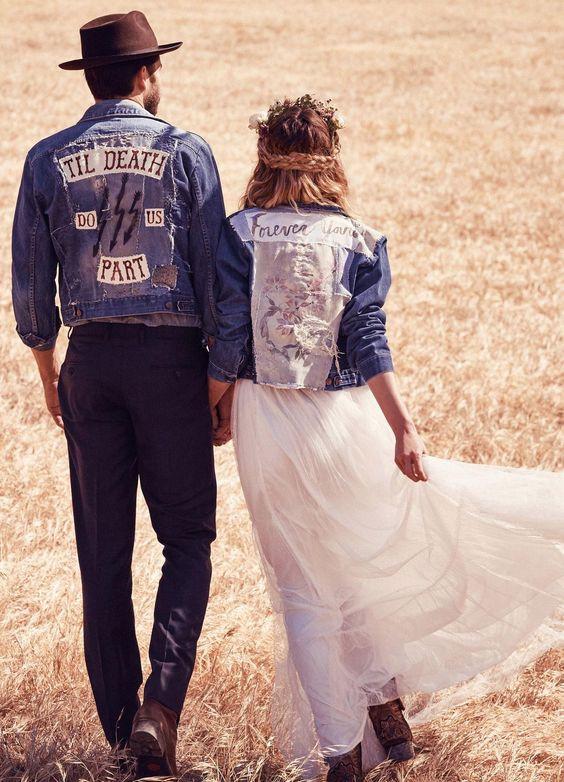 Девушка в белом бохо-сарафане и джинсовой куртке