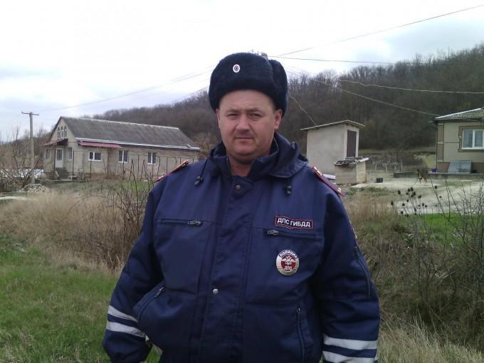 Запомните этого человека: Крымский полицейский стал героем соцсетей