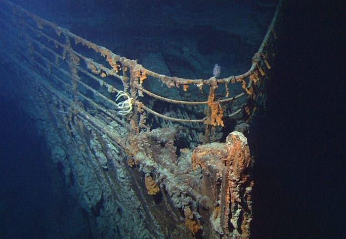 «Титаник» разломился на две части.