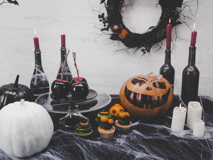Хеллоуин – 2017: оригинальные идеи по украшению стола