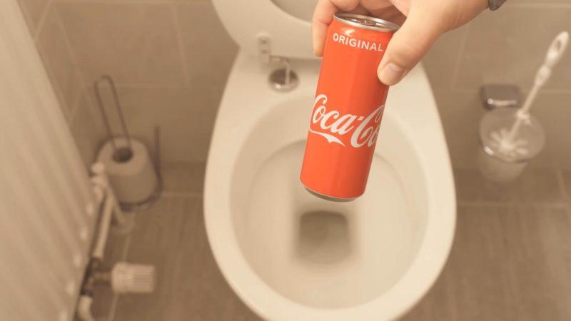 Как при помощи кока-колы очистить унитаз от ржавчины интерьер,переделки,рукоделие,своими руками,сделай сам