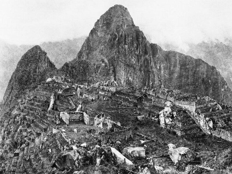 Первая фотография Мачу-Пикчу, сделанная первооткрывателем Хирамом Бингхэмом в 1912 году.