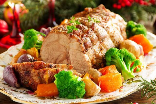 Свинина, запеченная с овощами и тимьяном