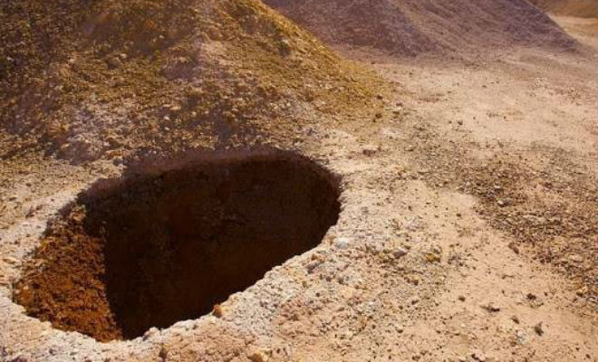 Люди спустились под землю и уже больше 100 лет живут в пещере