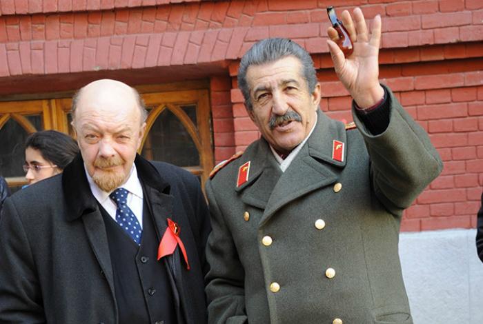 Двойники Сталина и Ленина.