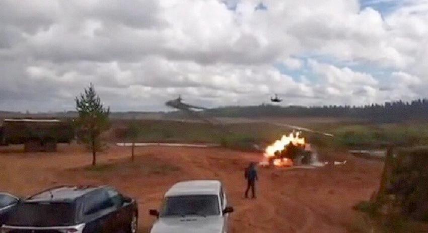 Появилось видео случайного пуска ракет с Ка-52 по парковке на «Западе-2017»