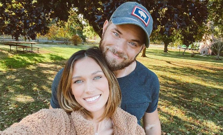 """Звезда """"Сумерек"""" Келлан Латс и его жена Бриттани показали первые фото с новорожденной дочерью"""