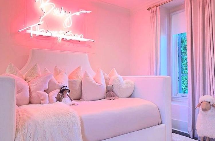 В гостях у Хлое Кардашьян: экскурсия по особняку, который она продает за 19 миллионов долларов Стиль жизни,Дома звезд