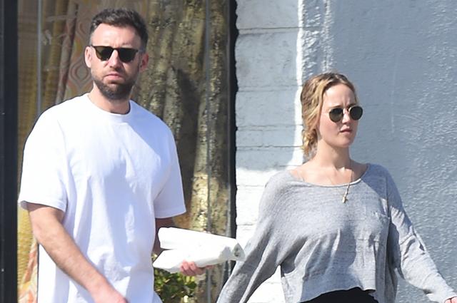 Дженнифер Лоуренс на романтической прогулке с бойфрендом в Лос-Анджелесе