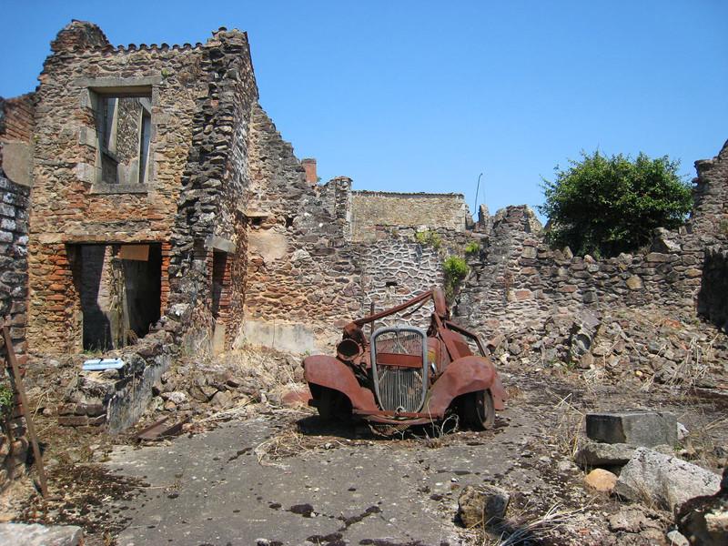 2. Коммуна (поселок) Орадур-сюр-Глан, Франция города-призраки, заброшенные города, загадки, тайны, фото