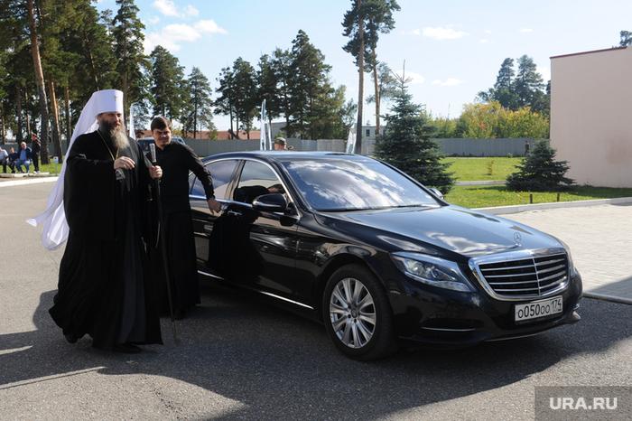 Митрополит объяснил, почему священники должны ездить на дорогих автомобилях авто и мото