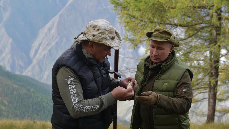 Политолог Марков: отдых Путина и Шойгу в тайге могут скопировать другие мировые лидеры Политика