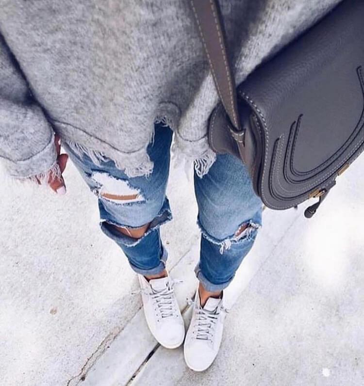 Девушки в рваных джинсах картинки