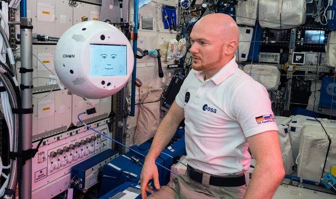 Летающий робот с искусственным интеллектом «Саймон» провел свой первый рабочий день на МКС