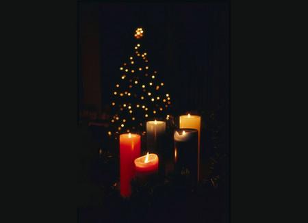 Елочка с пятью свечами...Дмитрий Кленовский (1893 - 1976)