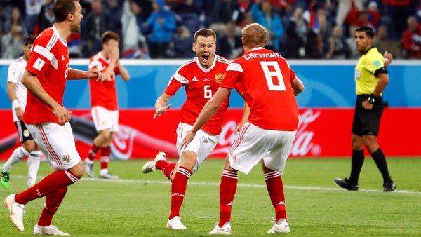 Сборную России по футболу слишком рано вознесли до небес