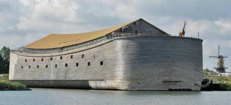 В Голландии два года плавает копия Ноева ковчега