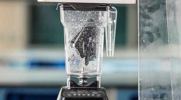 Смартфон измельчили в блендере, чтобы изучить его химический состав новости