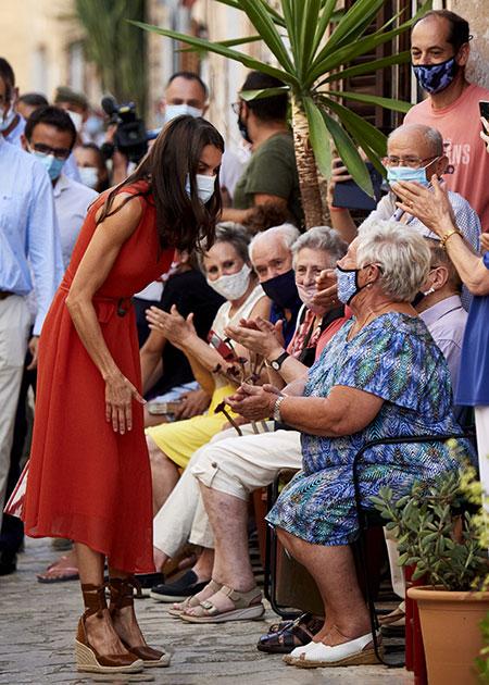 На фоне скандала: королева Летиция и король Филипп с детьми посетили Петру Монархи,Новости монархов
