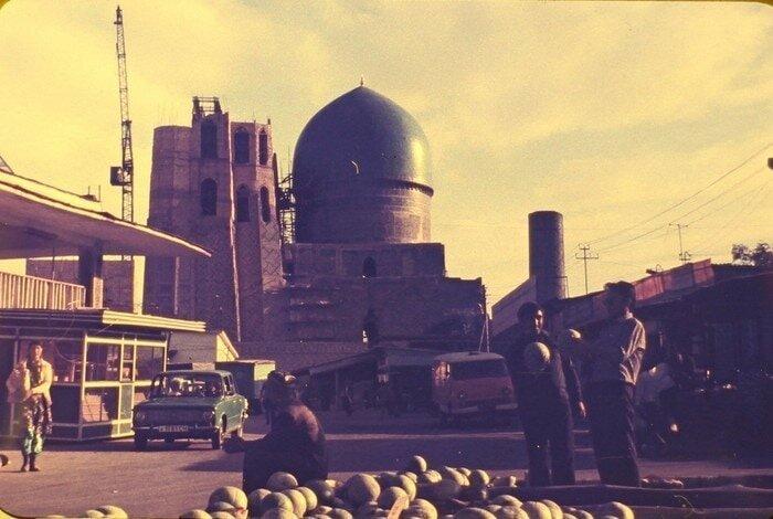 Это фото скорее всего из Самарканда, на нём — мечеть Биби-Ханым барахолка, в мире, геолог, клад, люди, ностальгия, фото, чемодан