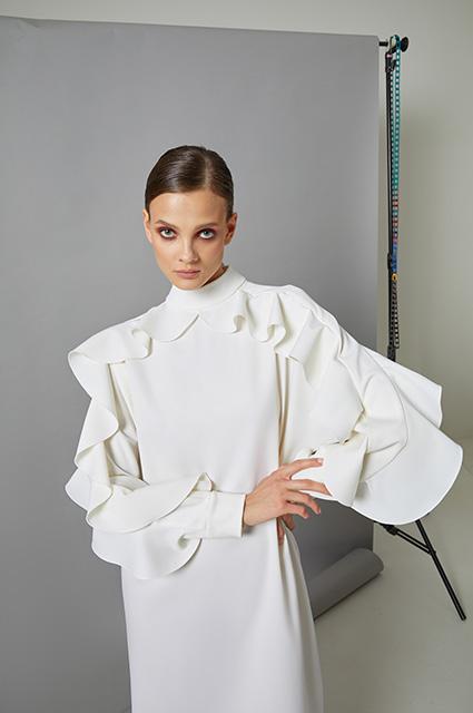 Блузы с жабо, корсеты и demi couture: смотрим новые коллекции российских брендов Лукбук