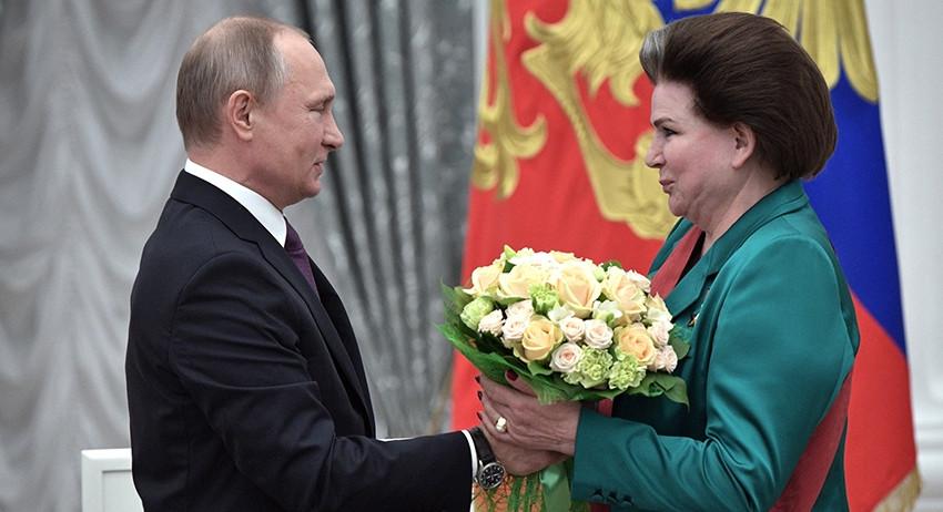 президент РФ Владимир Путин и Валентина Трешкова