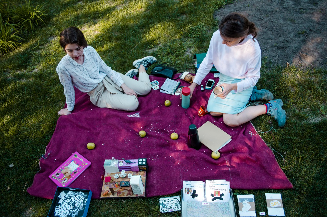 Пикник, живая музыка и стихи: вспоминаем, как прошел «День Друзей» в «Этаже»