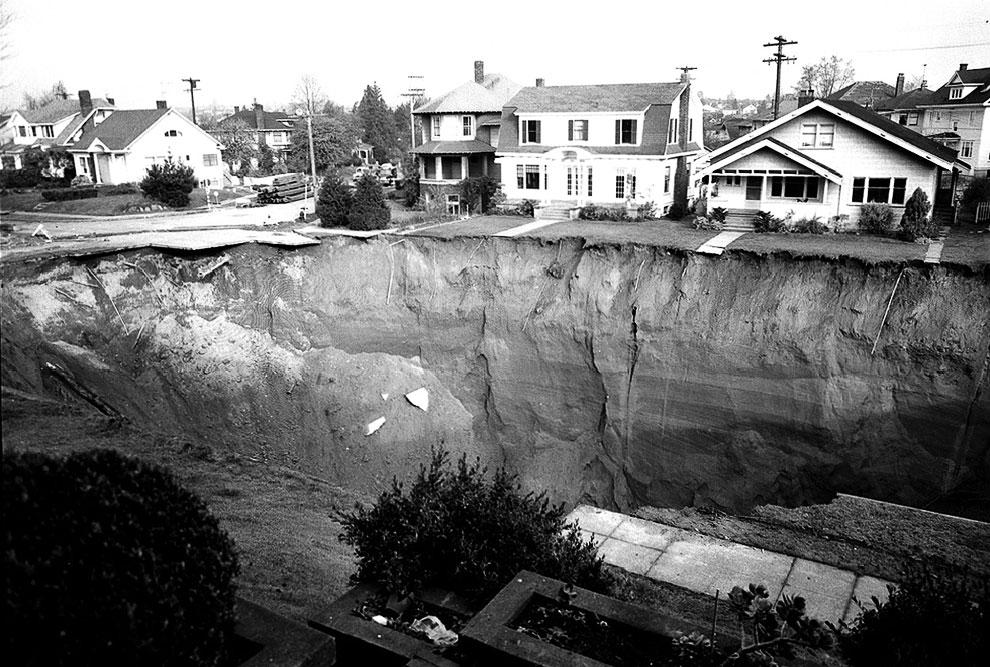 В ночь на 11 ноября 1957 в пригороде города Сиэтл образовался 18-метровый провал из-за прорыва основной канализационной трубы