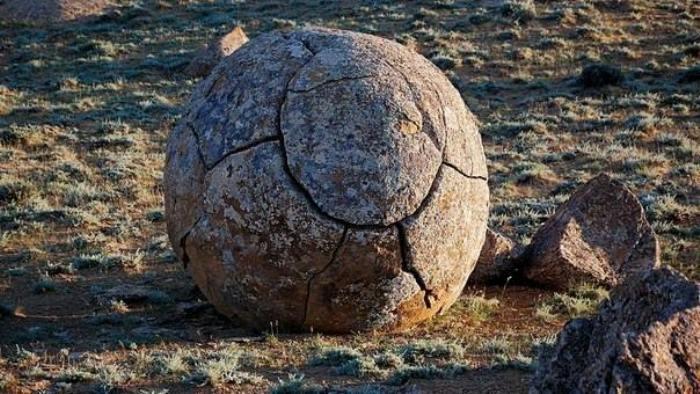 Долина шаров - загадочное место в Казахстане