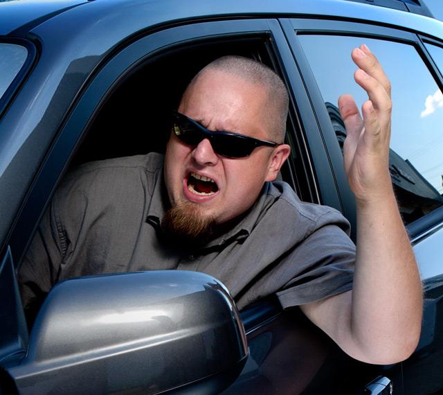 Как себя вести при встрече с агрессивным водителем?