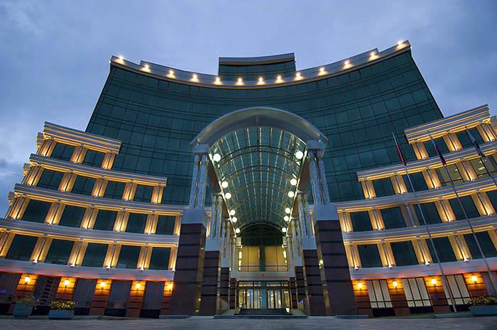 Куда уходят деньги пенсионеров: 33 великолепных здания Пенсионного фонда со всей России