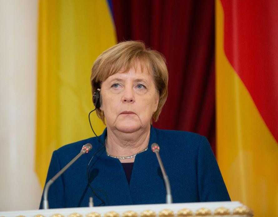 Меркель признает выборы в До…